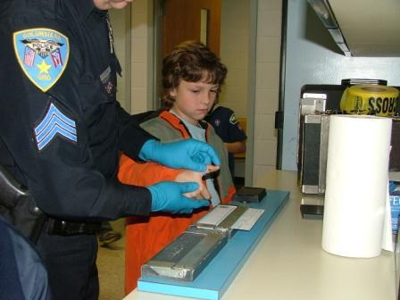 Cub_scout_fingerprinting_015compress